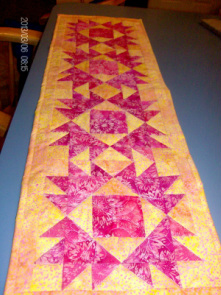 Quilt Blog showing the table runner I made my sister.