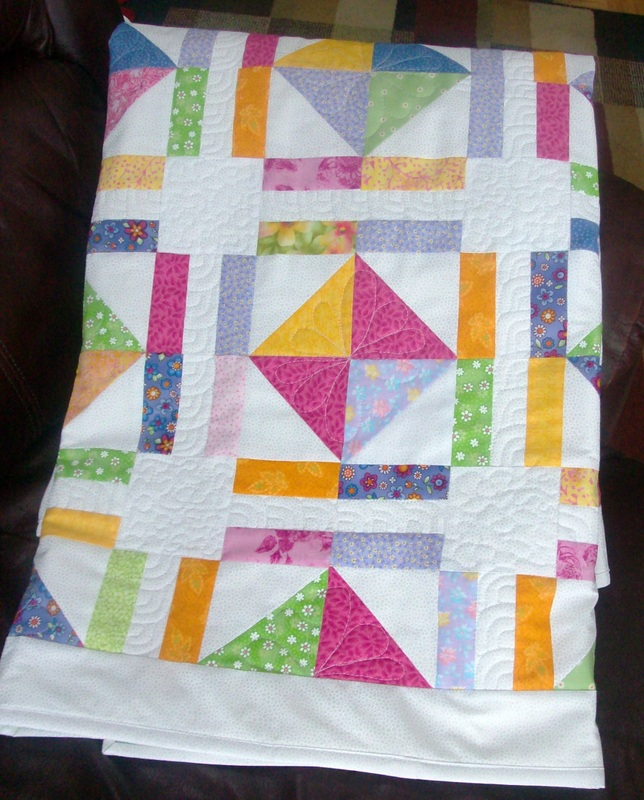 Free motion quilting done by Homesewn by Carolyn after classes with Leah Day.