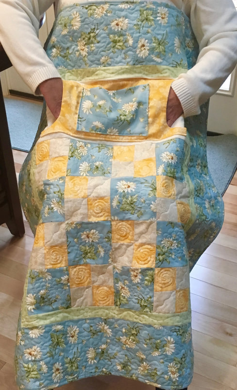 Daisy Lovie Lap Quilt with pockets from http://www.HomeSewnByCarolyn.com